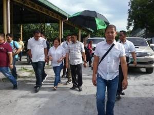 Distribution of Philhealth I.D. by Gov. Lillia Nanay Pineda to the people of Bacolor (10)