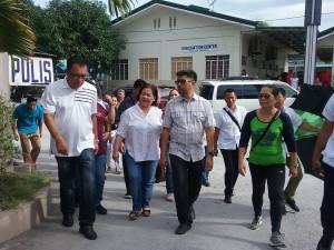 Distribution of Philhealth I.D. by Gov. Lillia Nanay Pineda to the people of Bacolor (14)