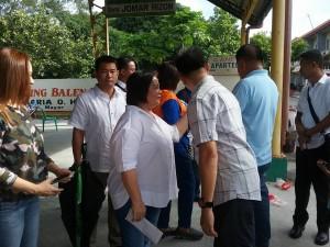 Distribution of Philhealth I.D. by Gov. Lillia Nanay Pineda to the people of Bacolor (15)