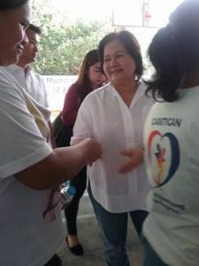 Distribution of Philhealth I.D. by Gov. Lillia Nanay Pineda to the people of Bacolor (4)