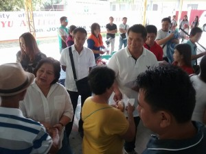 Distribution of Philhealth I.D. by Gov. Lillia Nanay Pineda to the people of Bacolor (5)