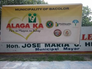 Distribution of Philhealth I.D. by Gov. Lillia Nanay Pineda to the people of Bacolor (6)