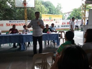 Distribution of Philhealth I.D. by Gov. Lillia Nanay Pineda to the people of Bacolor (8)