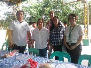 Distribution of Philhealth I.D. by Gov. Lillia Nanay Pineda to the people of Bacolor (9)