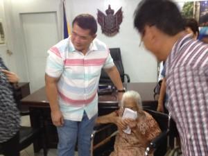 One time Cash Grant of 100,000 pesos to CentenarianSenior Citizen (2)