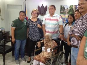 One time Cash Grant of 100,000 pesos to CentenarianSenior Citizen (4)