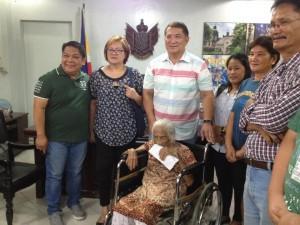 One time Cash Grant of 100,000 pesos to CentenarianSenior Citizen (7)