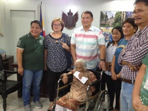 One time Cash Grant of 100,000 pesos to CentenarianSenior Citizen (8)